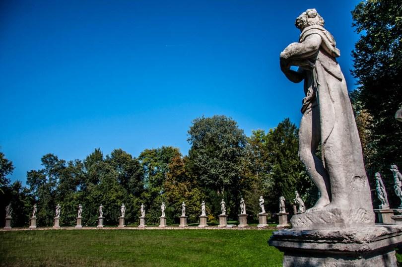 A view of the statues of La Cavallerizza - Parco Villa Bolasco - Castelfranco Veneto, Italy - www.rossiwrites.com