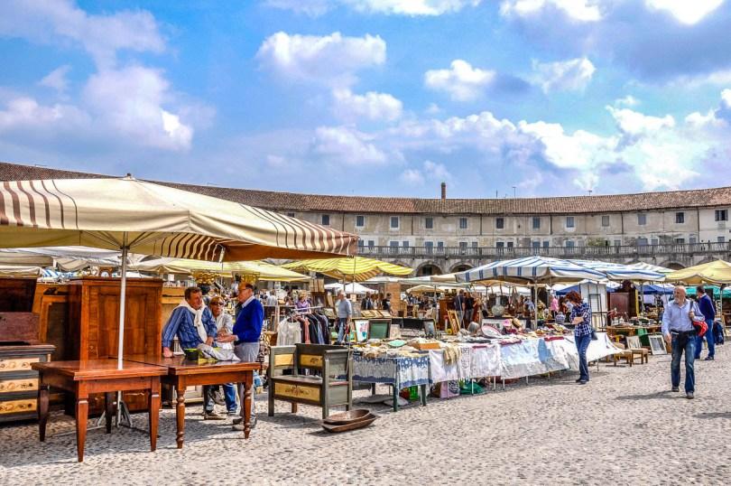 Antiques market at Piazza Paolo Camerini - Villa Contarini, Piazzola sul Brenta - Veneto, Italy - rossiwrites.com