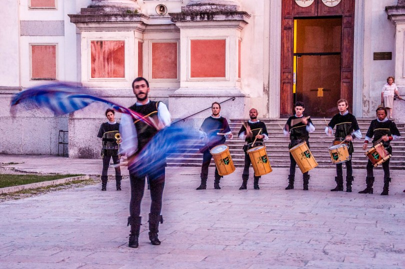 Flag throwers and drummers - Piazza San Liberale - Castelfranco Veneto - Veneto, Italy - rossiwrites.com