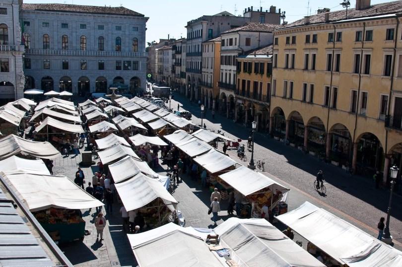 Market day at Piazza delle Erbe - Padua, Veneto, Italy - rossiwrites.com