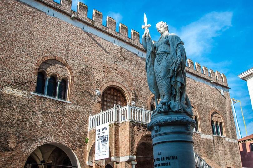 Piazza Independenza - Treviso - Veneto, Italy - rossiwrites.com