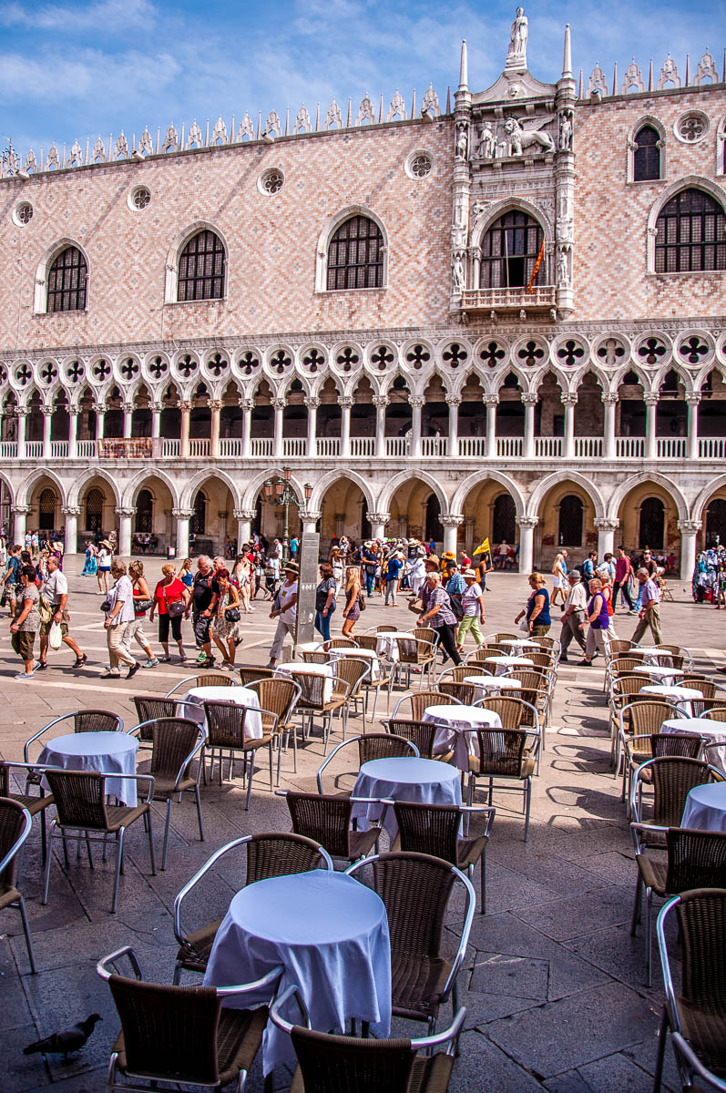 Piazzetta San Marco with outside tables and the Doge's Palace - Venice - Veneto, Italy - rossiwrites.com