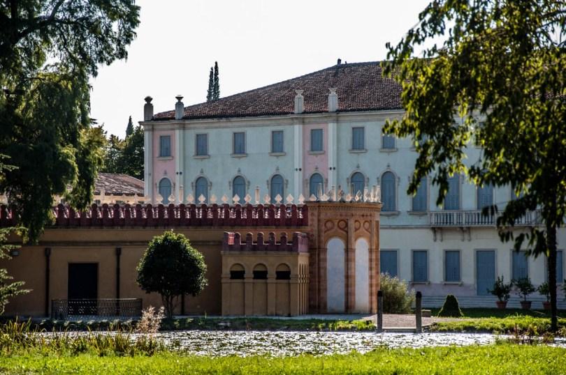The greenhouse and the villa - Parco Villa Bolasco - Castelfranco Veneto, Italy - www.rossiwrites.com