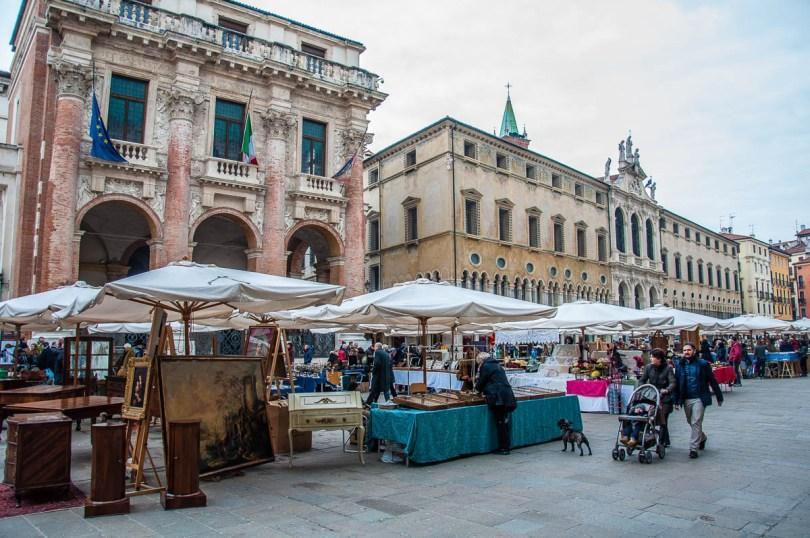 The monthly antiques market - Piazza dei Signori - Vicenza, Veneto, Italy - rossiwrites.com