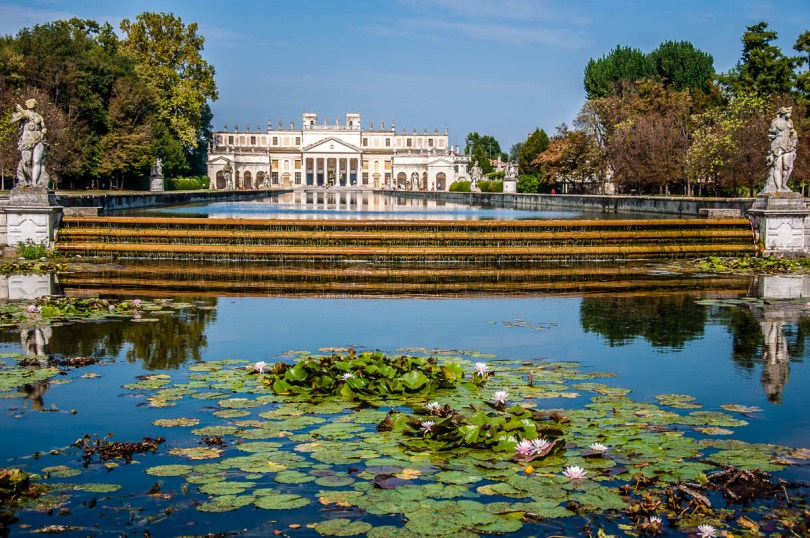 The water feature and the winter garden at the back - Villa Pisani, Stra, Veneto, Italy - www.rossiwrites.com