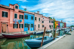 Colourful houses and a canal with boats under a blue sky - Burano, Veneto, Italy - rossiwrites.com