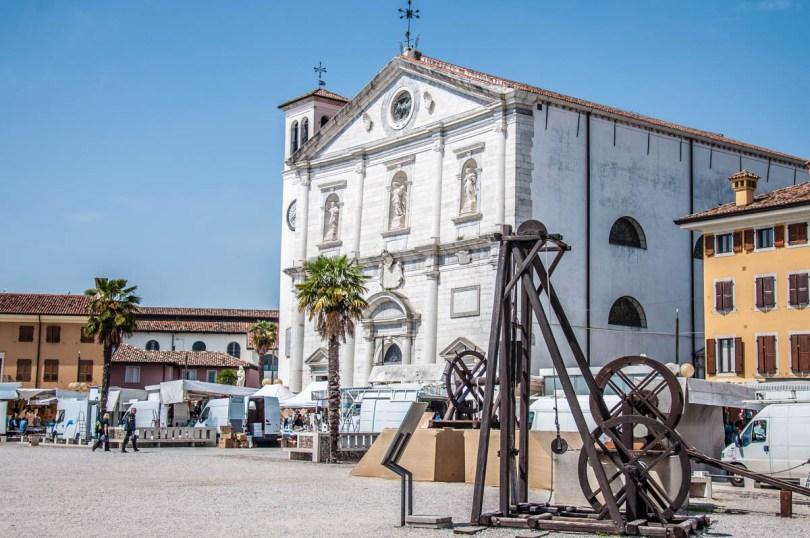 Replicas of old machines with the Church of the Santissimo Redentore - Palmanova, Friuli-Venezia Giulia, Italy - www.rossiwrites.com