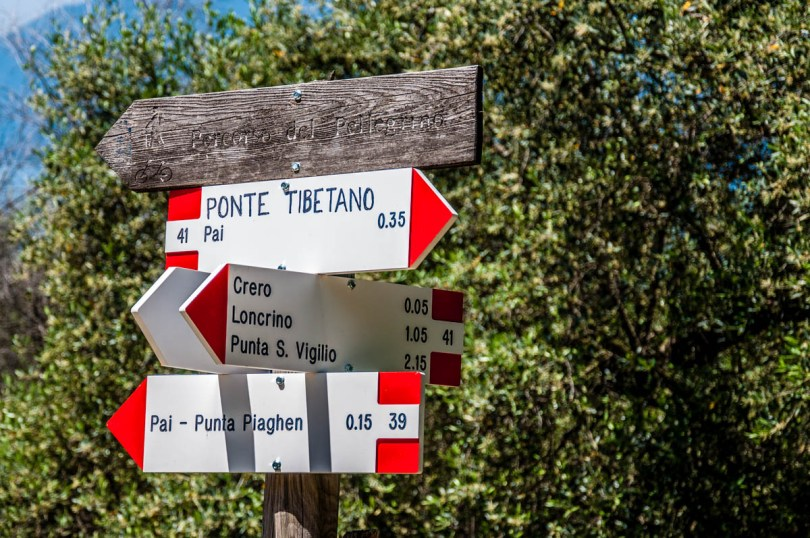 Signs pointing the way to local hikes and to the Tibetan bridge - Crero, Lake Garda, Veneto, Italy - rossiwrites.com