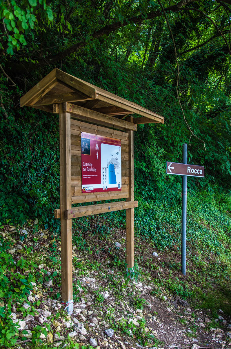 The sign at the car park area - Rocca di Garda, Lake Garda, Italy - rossiwrites.com