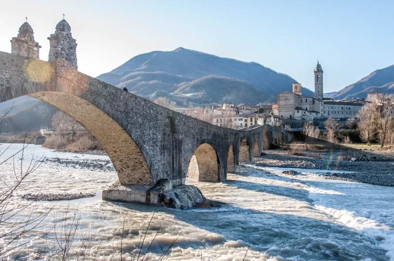 Devil's Bridge with the river Trebbia - Bobbio, Province of Piacenza - Emilia-Romagna, Italy - rossiwrites.com