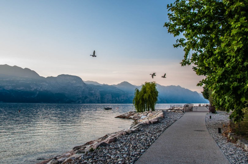 The promenade connecting the beaches that start from Castelleto sul Garda - Lake Garda, Veneto, Italy - rossiwrites.com
