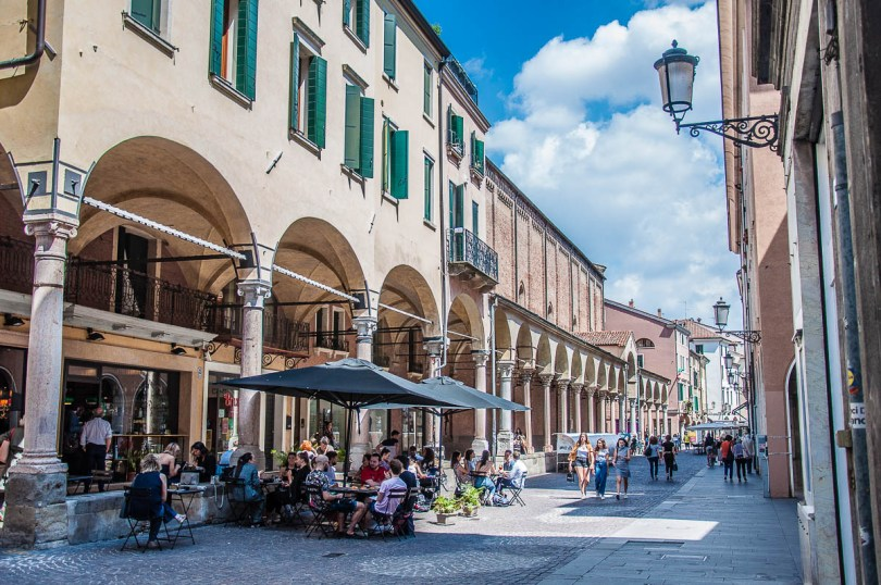 Coffee shop on the main street - Padua, Veneto, Italy - rossiwrites.com