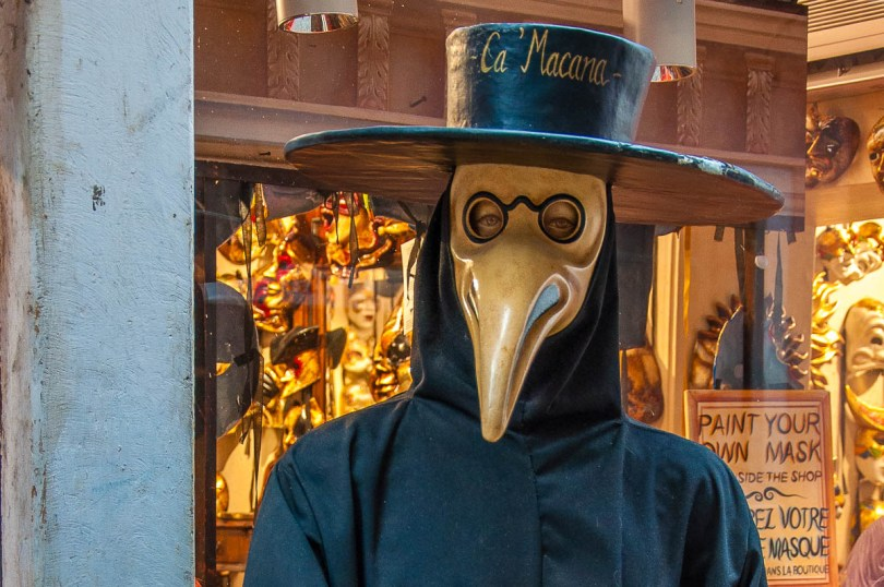A real-size Plague Doctor Mask in front of the Ca Macana shop - Venice, Italy - rossiwrites.com