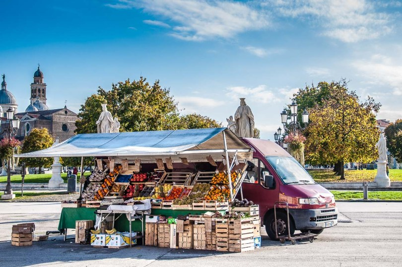 Fruit and veg stall on Prato della Valle - Padua, Italy - rossiwrites.com