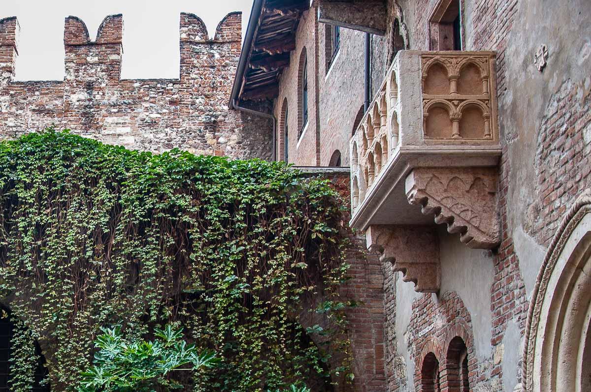 Juliet S Balcony In Juliet S House Verona Italy Rossiwrites Com Rossi Writes