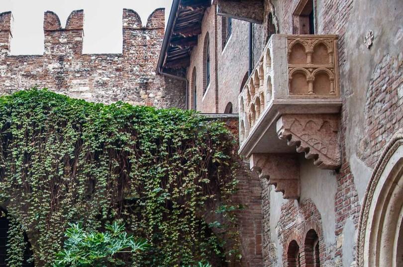 Juliet's balcony in Juliet's House - Verona, Italy - rossiwrites.com