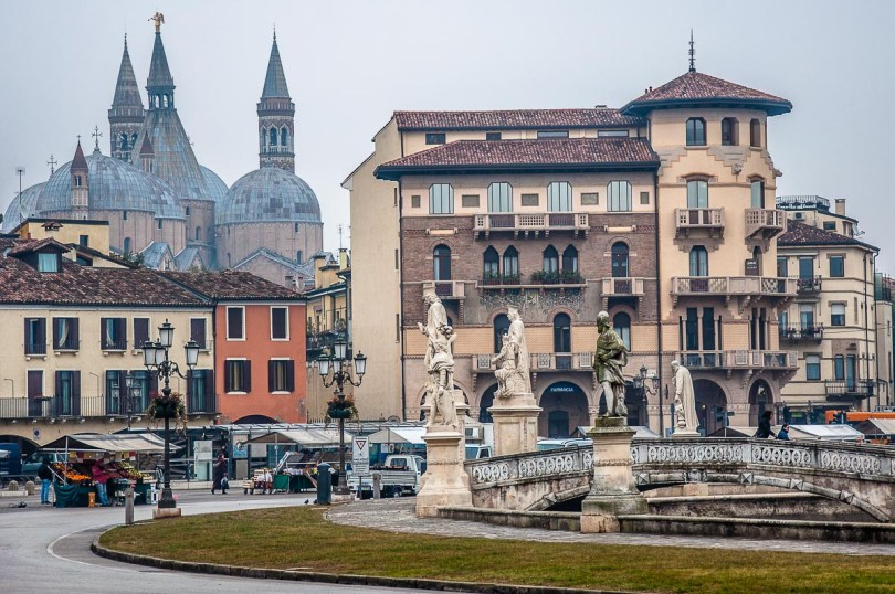 Prato della Valle with the daily market and the domes of the Basilica of St. Anthony - Padua, Italy - rossiwrites.com