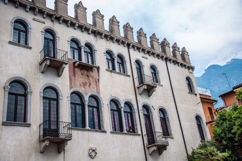 Palazzo dei Capitani with a view of Monte Baldo behind it - Malcesine, Italy - rossiwrites.com