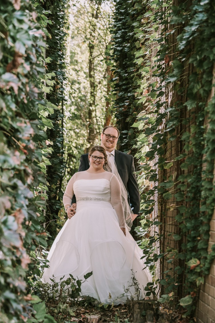 cleveland rustic wedding photographer ivy alleyway
