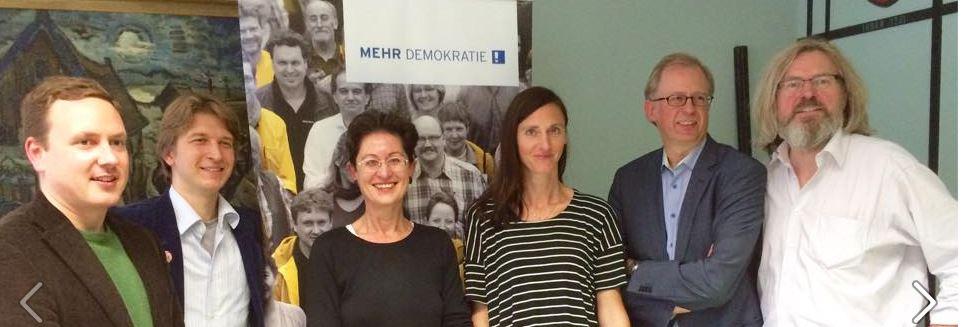 Ein Teil des neu gewählten Landesvorstandes von Mehr Demokratie NRW