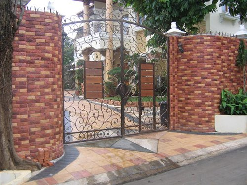 pagar bata tempel terakota