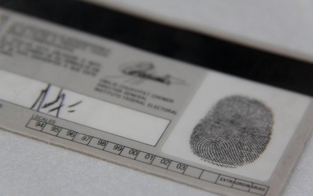 Colaboración entre INE y notarios para verificar la validez de datos en la credencial para votar
