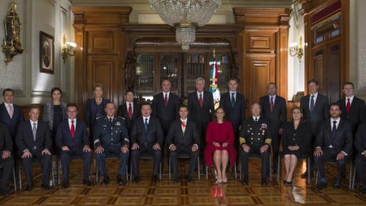 DEL ZÓCALO A LOS PINOS: Del presidencialismo autoritario…¿al democrático?