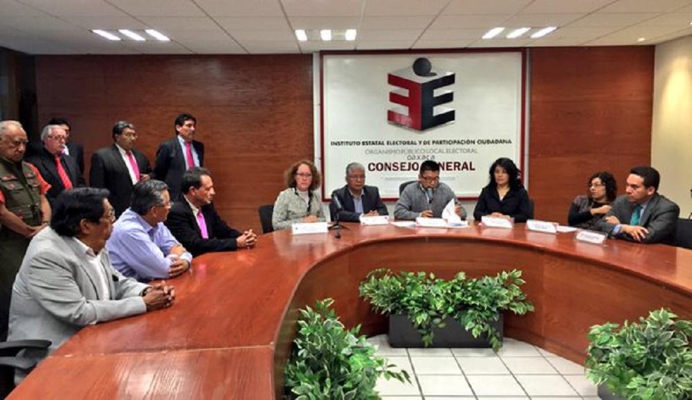 Rogelio Cajas Díaz presenta carta de intención para diputado por el Distrito Oaxaca Sur