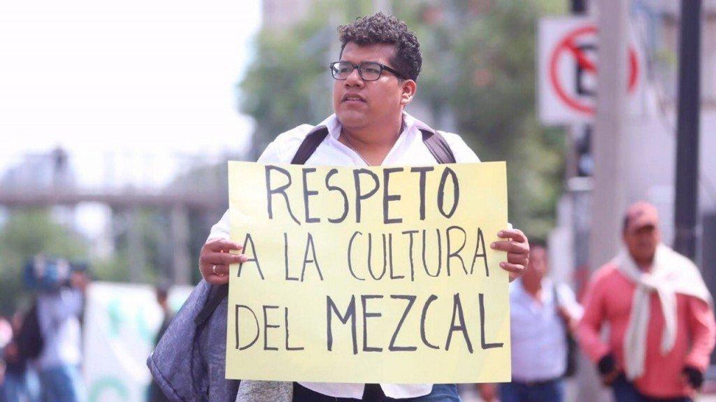 """CRÓNICA POLÍTICA: No a los mezcales """"patito"""""""