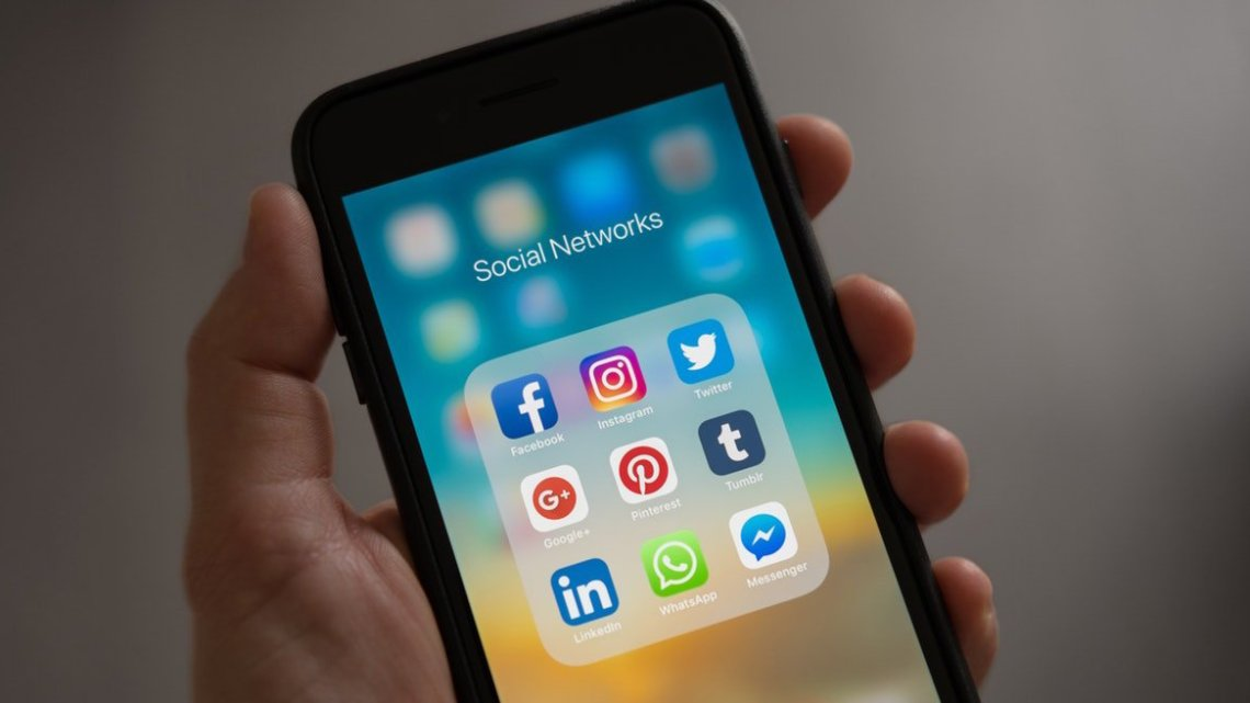 La difusión de noticias falsas, una de las mayores problemáticas que enfrenta la democracia en las redes sociales