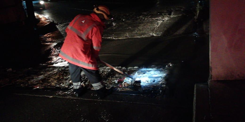 Exhortan a no arrojar basura en calles para evitar inundaciones
