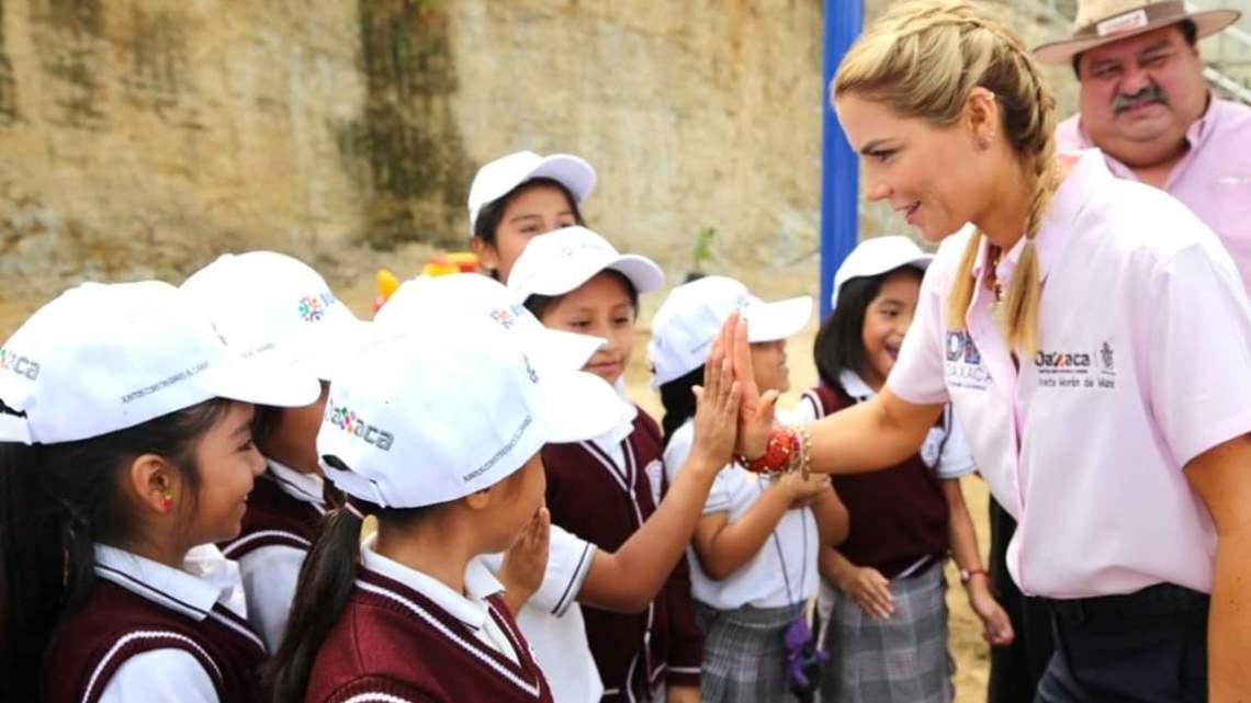 Caravana DIF beneficia a familias de la agencia municipal de Donají en la capital oaxaqueña