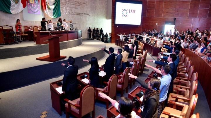 Integran Primer Parlamento Juvenil en Oaxaca