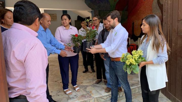 Dona Partido Verde plantas de ornato a plantel de la UABJO