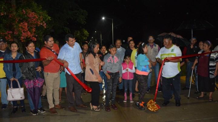 Entrega edil de Zaachila obras de pavimentación y alumbrado público