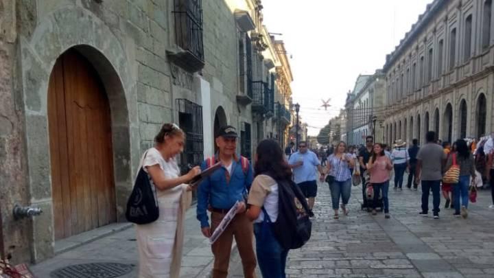 Atienden Embajadores Turísticos a visitantes nacionales y extranjeros