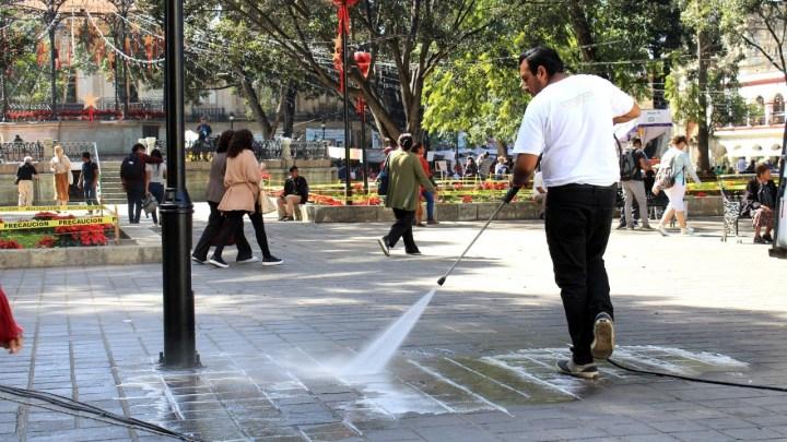 Gobierno municipal limpia e intensifica trabajos de conservación en el corazón de la capital oaxaqueña; ¡ya era hora!