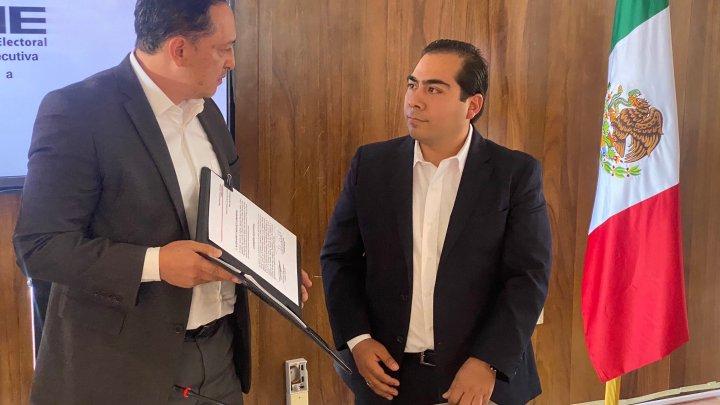 Entregan nombramiento a Alejandro Carrasco como consejero electoral del IEEPCO