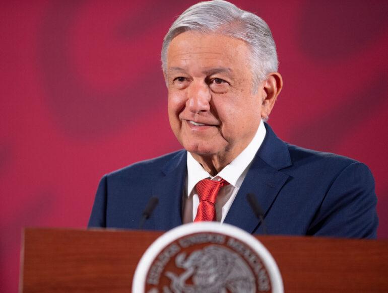 Presidente AMLO acatará sana distancia en eventos públicos; mantiene agenda