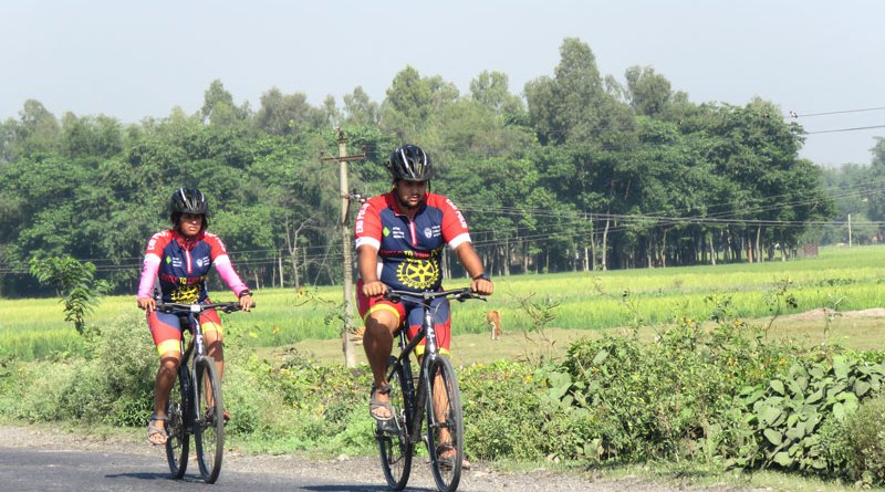 Rotaractors Bhagyashree and M J Pavan on a cycle expedition.