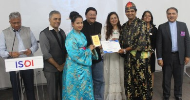 DG Shashi Sharma, Shilpi Mehra, DRR Hansika Shahani (second from R) and DGN Sunnil Mehra (R) with the winner of the RMUN.