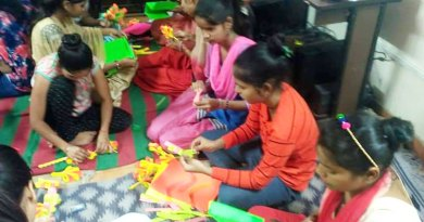 Children at the Basti Vikas Kendra learn the art of making decorative items.