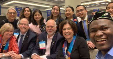 Rotaract delegates with RI President Barry Rassin and his spouse Esther.
