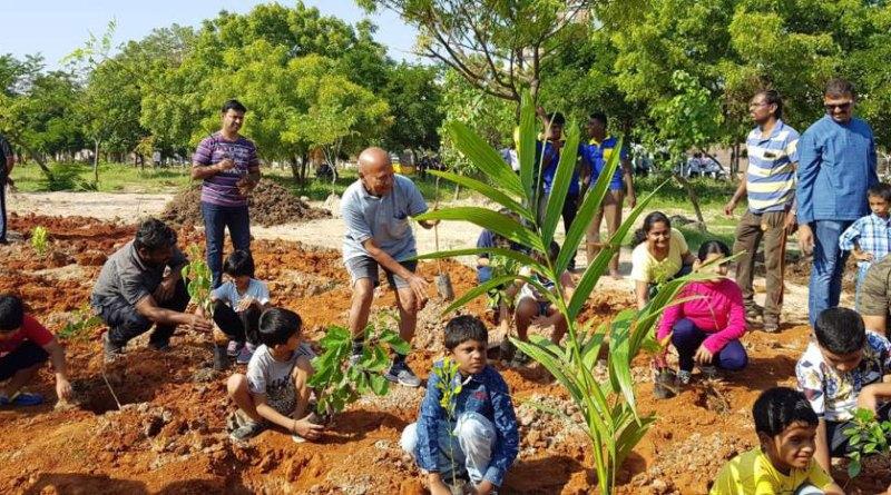 466---Rotaractors-create-green-hubs-in-Madurai