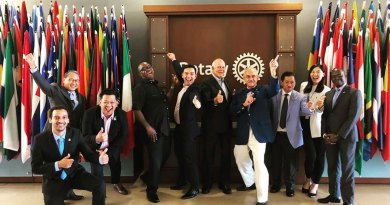 PRIP Barry Rassin (centre) and Elevate Rotaract Task Force Chair David Stovall (fourth from R) - File photo.