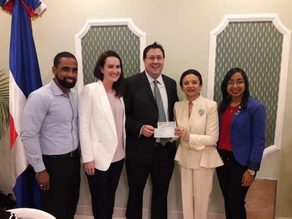 Donación de Phoenix Tower International a Rotary y Rotaract Santo Domingo Bella Vista