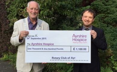 hPresident Douglas with Robert Flynn of the Ayrshire Hospiceospice_sep2015