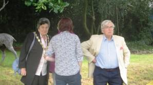 7-mayor-jane-burton-hubby-richard-arrive-where-are-the-people