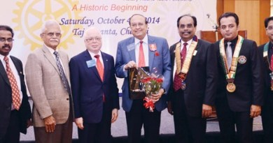 Rotary dignitaries with Round Tablers.