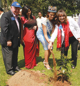 Miss World 2014–15 Rolene Strauss launching the One Million Tree ­Stories in Sri Lanka in the presence of DG Gowri Rajan, RI Vice President Celia Cruz de Giay and Past RI President Luis Vicente Giay.